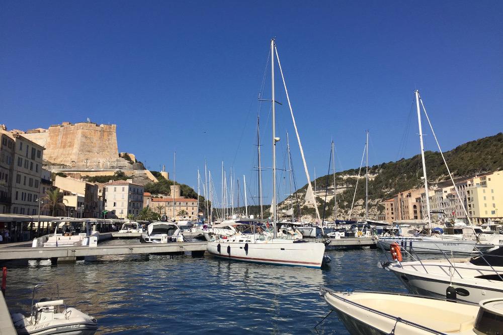 Bonifacio et les les lavezzi blog voyage place with a view for Restaurant bonifacio port