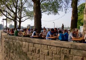 Biergaten an der Rheinterrasse