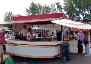 Stand de nourriture au marché aux puces de Düsseldorf