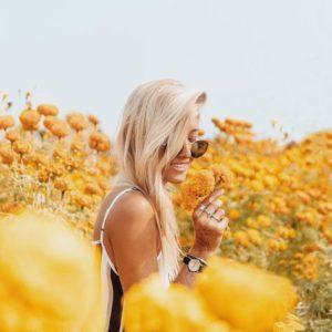 @gypsea_lust dans un champ de fleurs