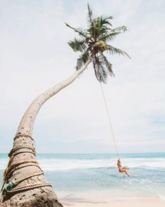 Pose instagram au bord de l'eau