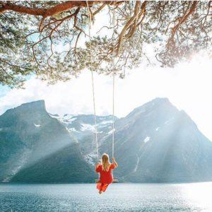 Balançoire au bord de l'eau sur instagram