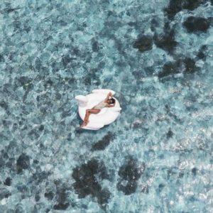 @marisahampe sur une bouée cigne