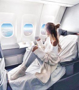ohhcouture confortablement installée dans un avion