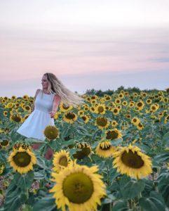 @worldelse dans un champ de fleurs