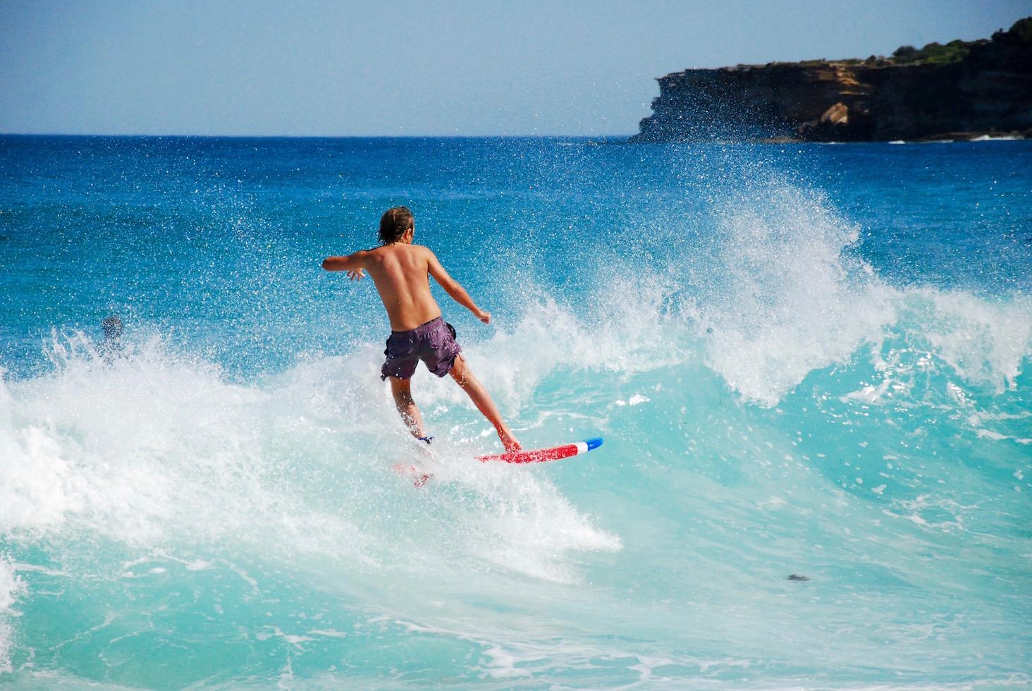 Surfeur à Tamara Beach