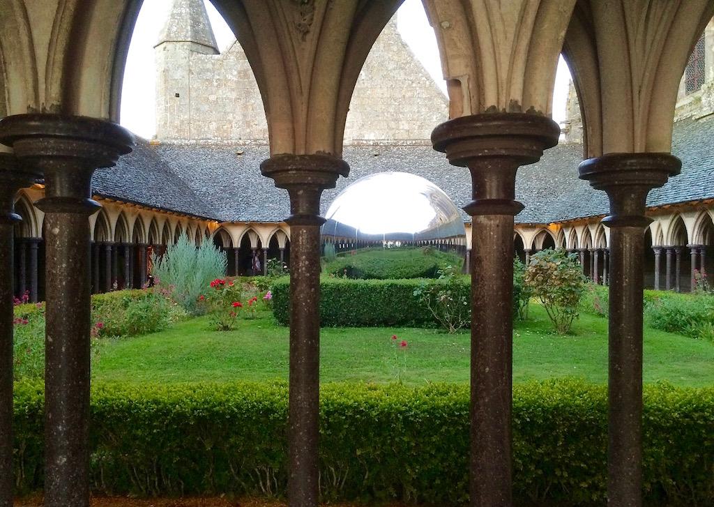 Le cloître de l'Abbaye du Mont-Saint-Michel