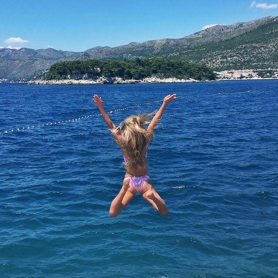 @carajourdan saute dans l'eau