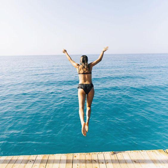 @haylsa saute dans l'eau