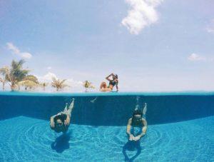 @her_journeys nage sous l'eau