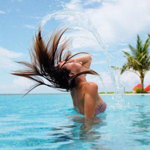@ju.hu.lia dans l'eau