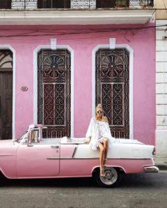 @ohhcouture à bord d'une vieille voiture