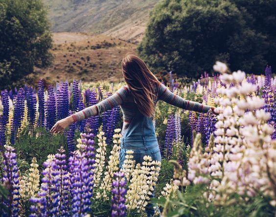 @tuulavintage dans un champ de fleurs