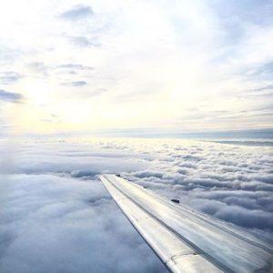 Vue de la fenêtre d'un avion de worldelse