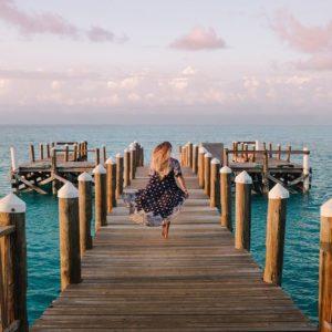Femme sur un ponton instagram