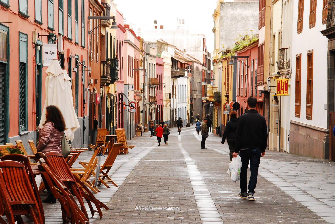 Rue aux façades colorées de La Laguna à Tenerife