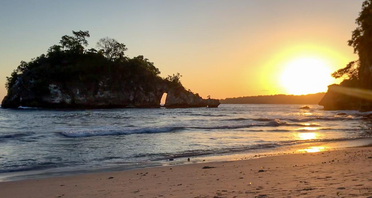 Coucher de soleil à Crystal Bay sur Nusa Penida