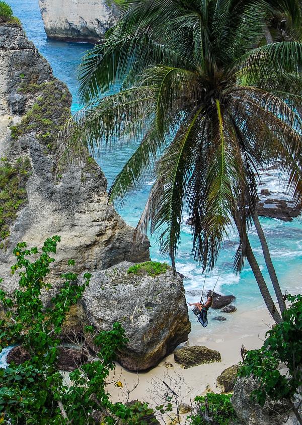 Balançoire sur Diamond Beach à Nusa Penida