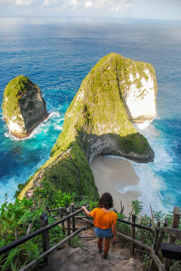 Plage de Kelingking à Nusa Penida, surnommée T-Rex