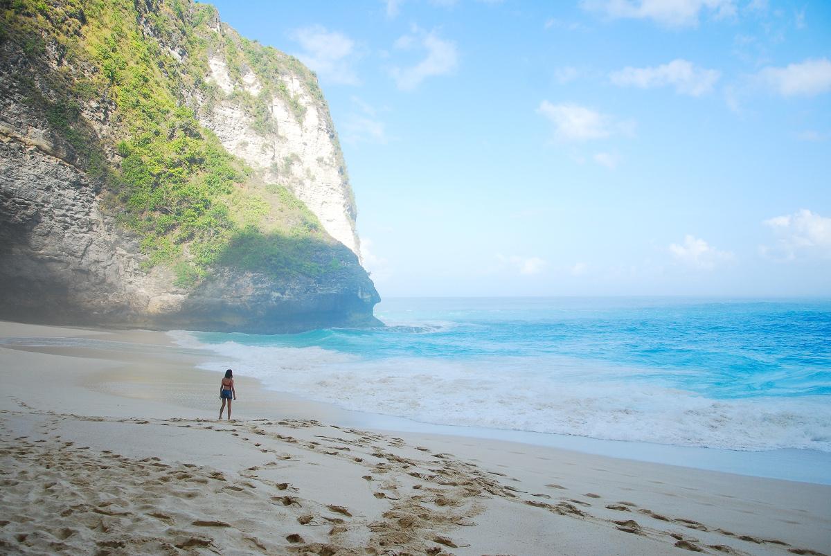 Plage de Kelingking sur Nusa Penida au large de Bali